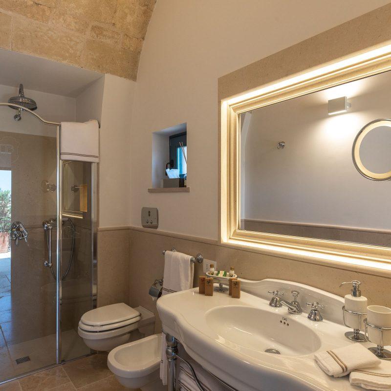 countryhouse-casa-piccola-bathroom-puglia-villa-countrybred