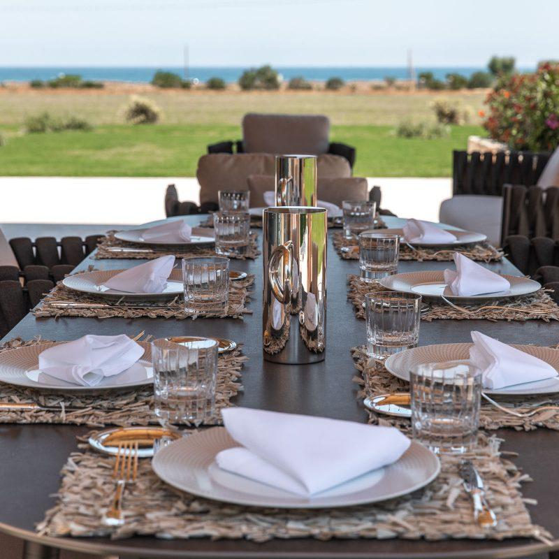 countryhouse-casa-piccola-outdoor-dining-puglia-villa-countrybred