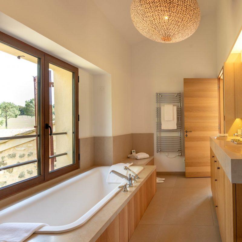 countryhouse-provence-villa-bathroom-countrybred