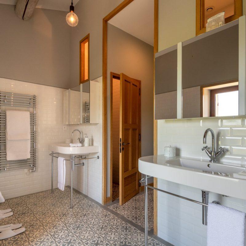 countryhouse-provence-villa-bathroom2-countrybred