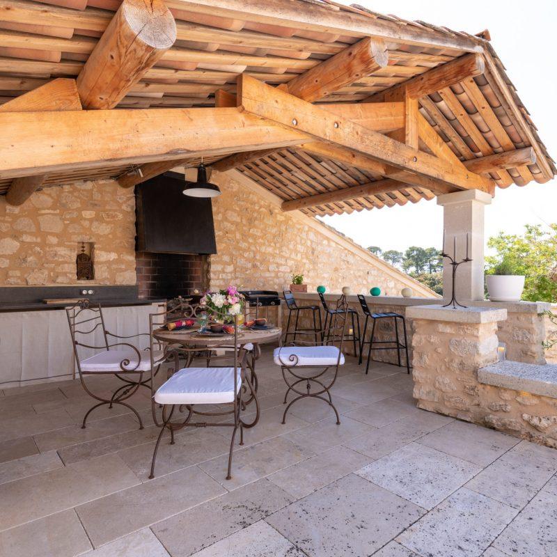 countryhouse-provence-villa-outdoor-kitchen-countrybred