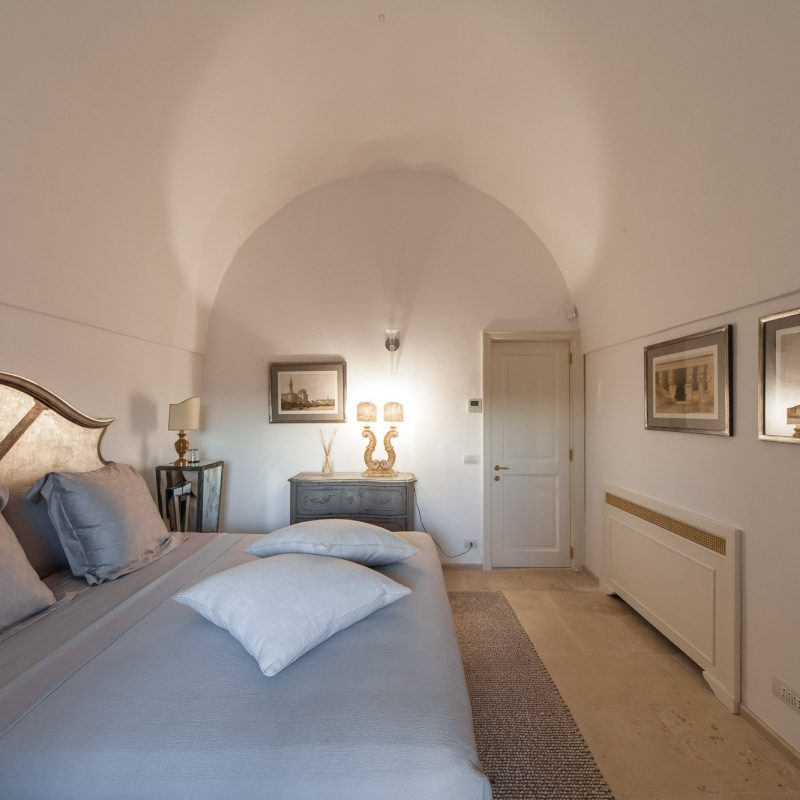 countryhouse-puglia-casa-grande-villa-bedroom-countrybred