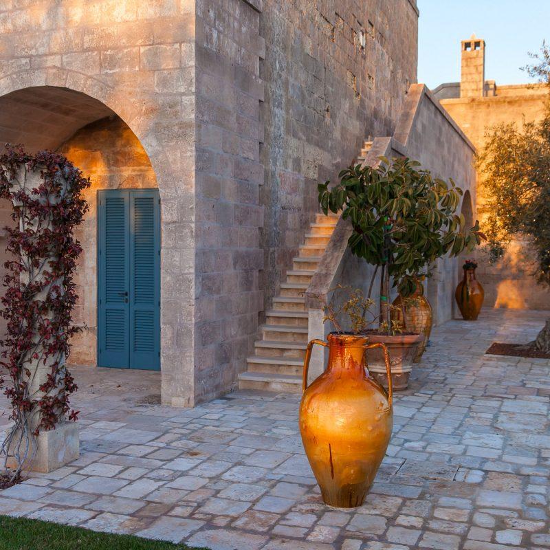 countryhouse-puglia-casa-grande-villa-courtyard-countrybred